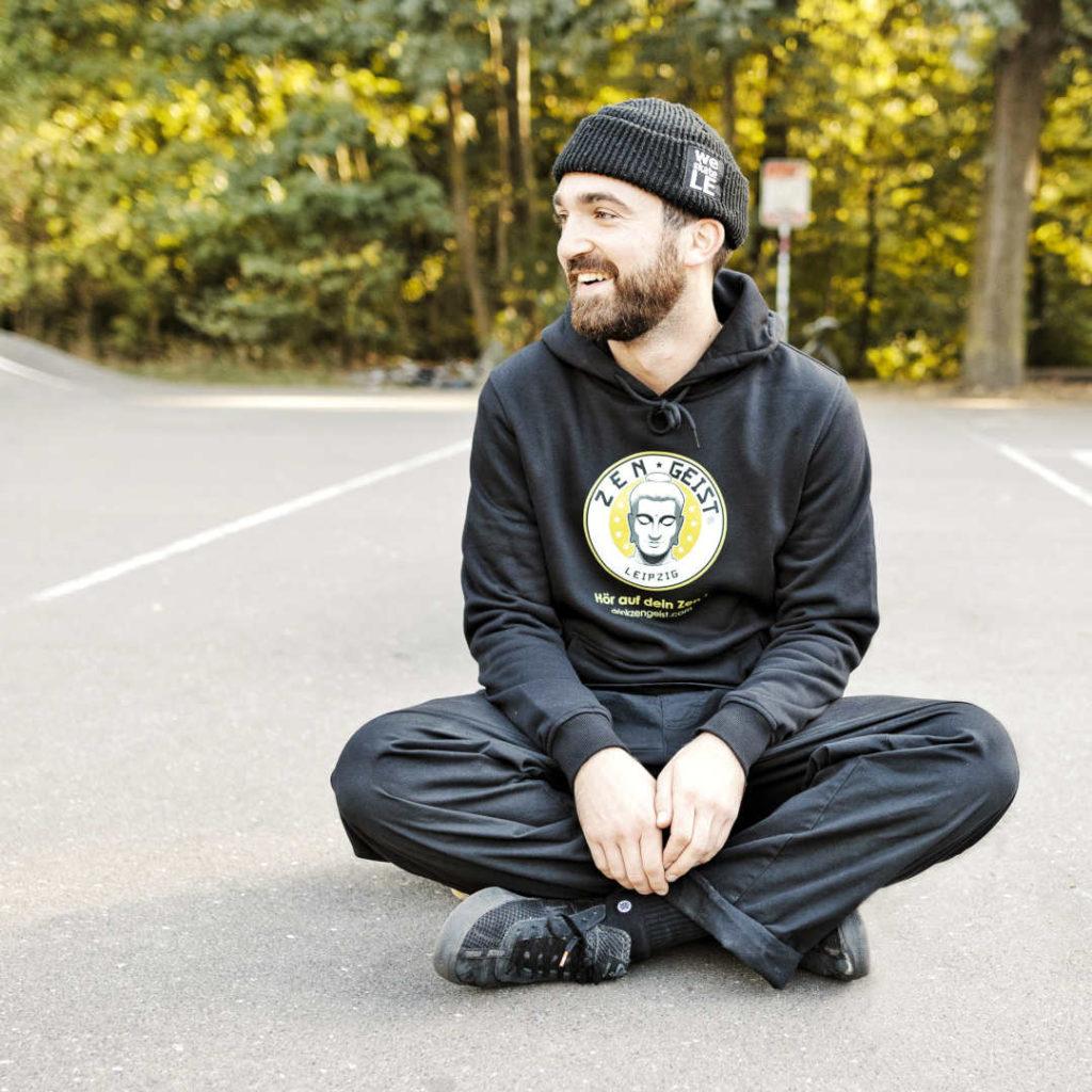 Sitting Skater